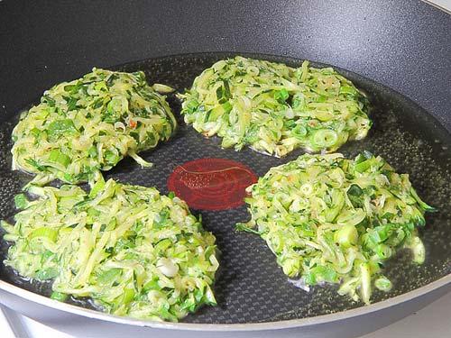 Оладьи из кабачков с зелёным луком